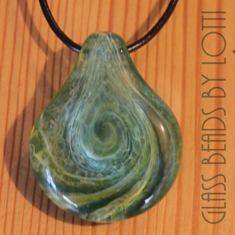 Large-Green-'vortex'-pendant